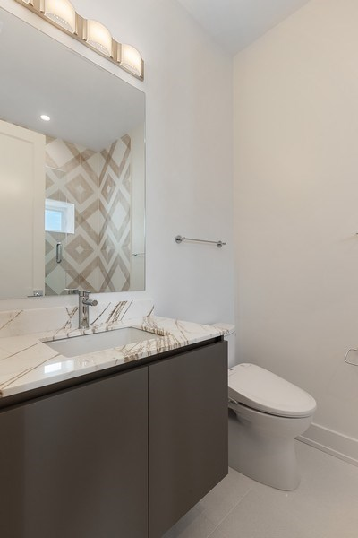 Real Estate Photography - 220 S Green St, 4S, Chicago, IL, 60607 - 2nd Bathroom