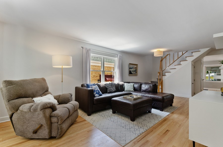 Real Estate Photography - 5850 N Virginia, Chicago, IL, 60659 - Living Room