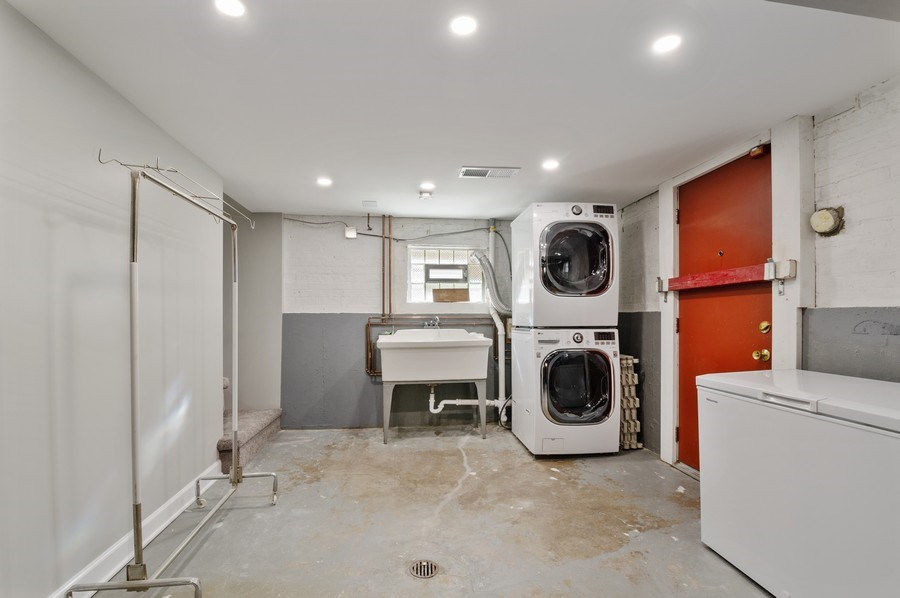 Real Estate Photography - 5850 N Virginia, Chicago, IL, 60659 - Laundry Room
