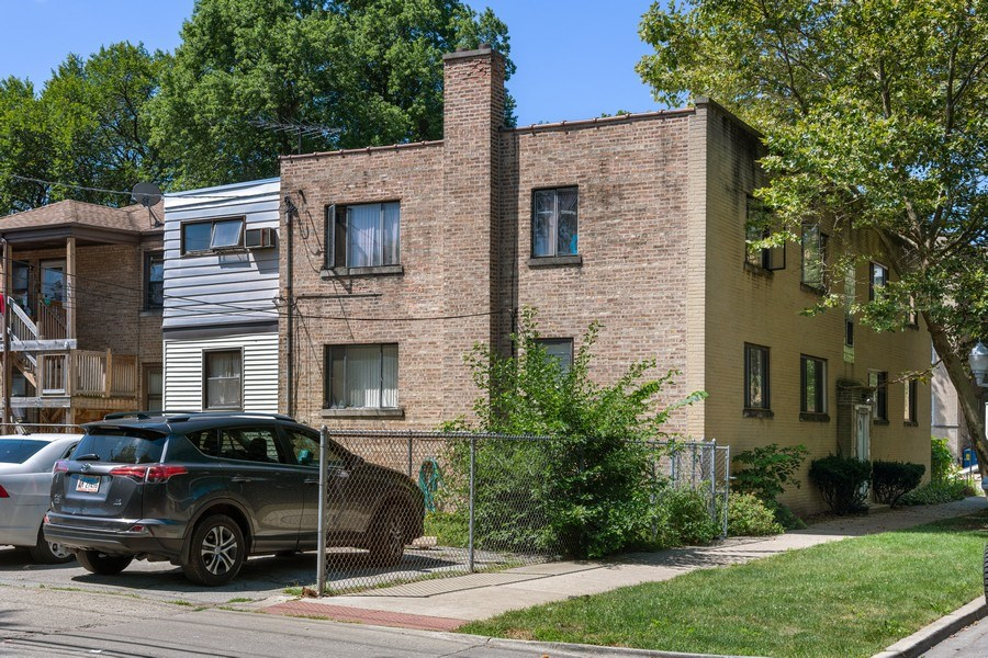 Real Estate Photography - 2121 W. Hood Ave, 1W, Chicago, IL, 60659 - Rear View