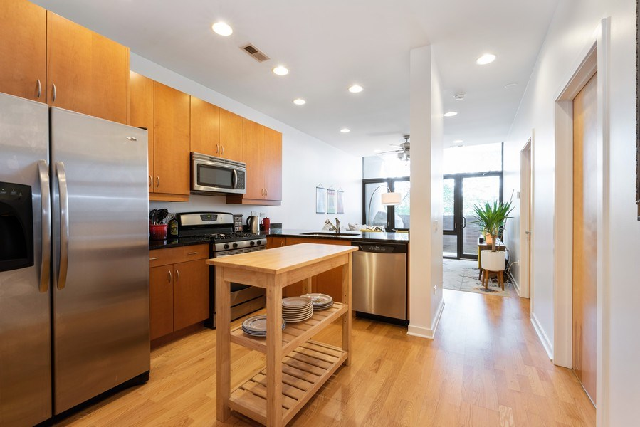 Real Estate Photography - 3946 N Ravenswood, #304, Chicago, IL, 60613 - Kitchen