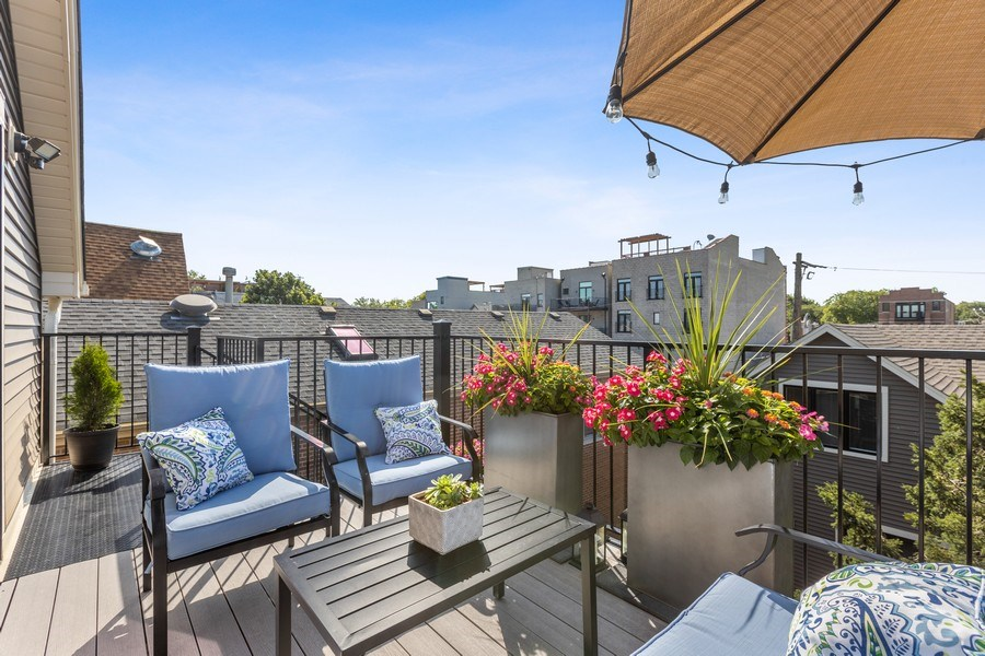 Real Estate Photography - 1827 W Melrose, Chicago, IL, 60657 - Deck