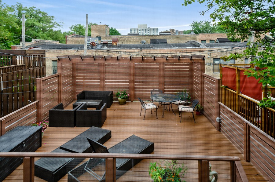 Real Estate Photography - 1768 W Thorndale, Chicago, IL, 60660 - Deck