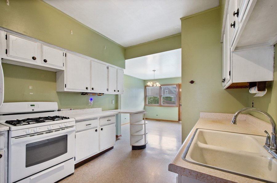 Real Estate Photography - 4922 N Bell, Chicago, IL, 60625 - Kitchen / Breakfast Room