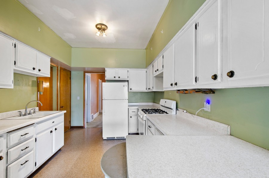 Real Estate Photography - 4922 N Bell, Chicago, IL, 60625 - Kitchen
