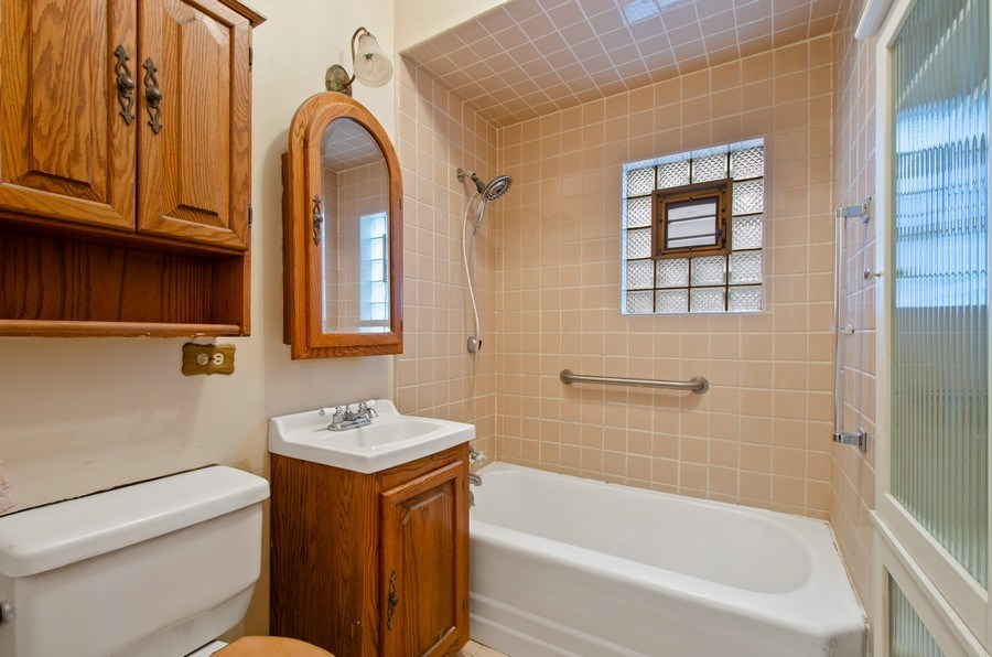 Real Estate Photography - 4922 N Bell, Chicago, IL, 60625 - Bathroom
