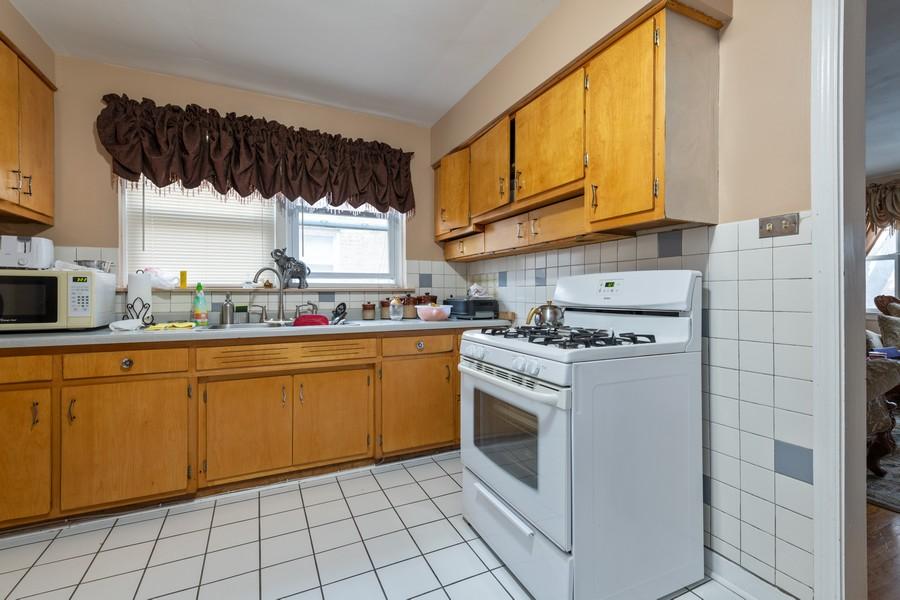 Real Estate Photography - 2819 W Balmoral, Unit 2W, Chicago, IL, 60625 - Kitchen