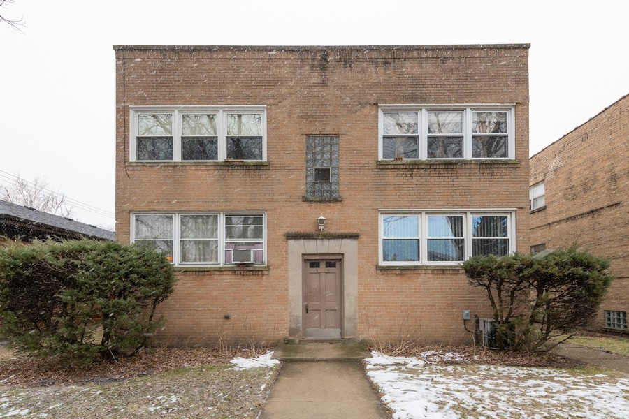 Real Estate Photography - 2819 W Balmoral, Unit 2W, Chicago, IL, 60625 - Front View