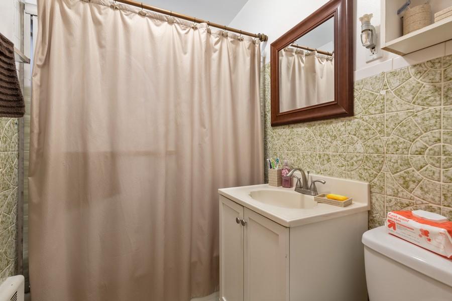 Real Estate Photography - 2819 W Balmoral, Unit 2W, Chicago, IL, 60625 - Bathroom