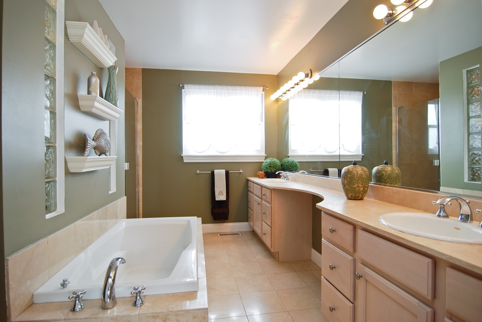Real Estate Photography - 2901 N Lakewood, Unit E, Chicago, IL, 60657 - Master Bathroom