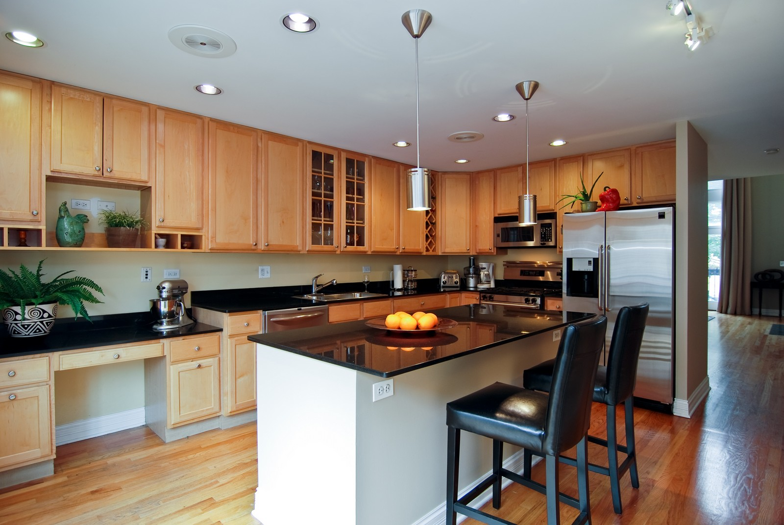 Real Estate Photography - 2901 N Lakewood, Unit E, Chicago, IL, 60657 - Kitchen