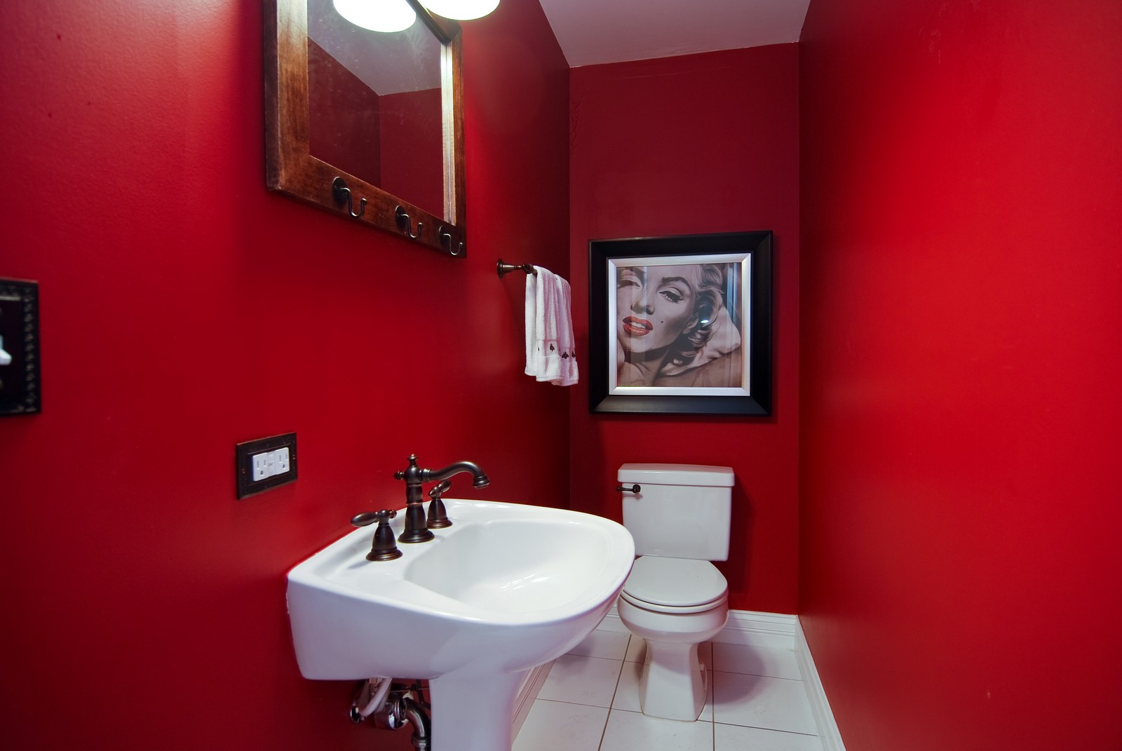 Real Estate Photography - 2901 N Lakewood, Unit E, Chicago, IL, 60657 - Half Bath