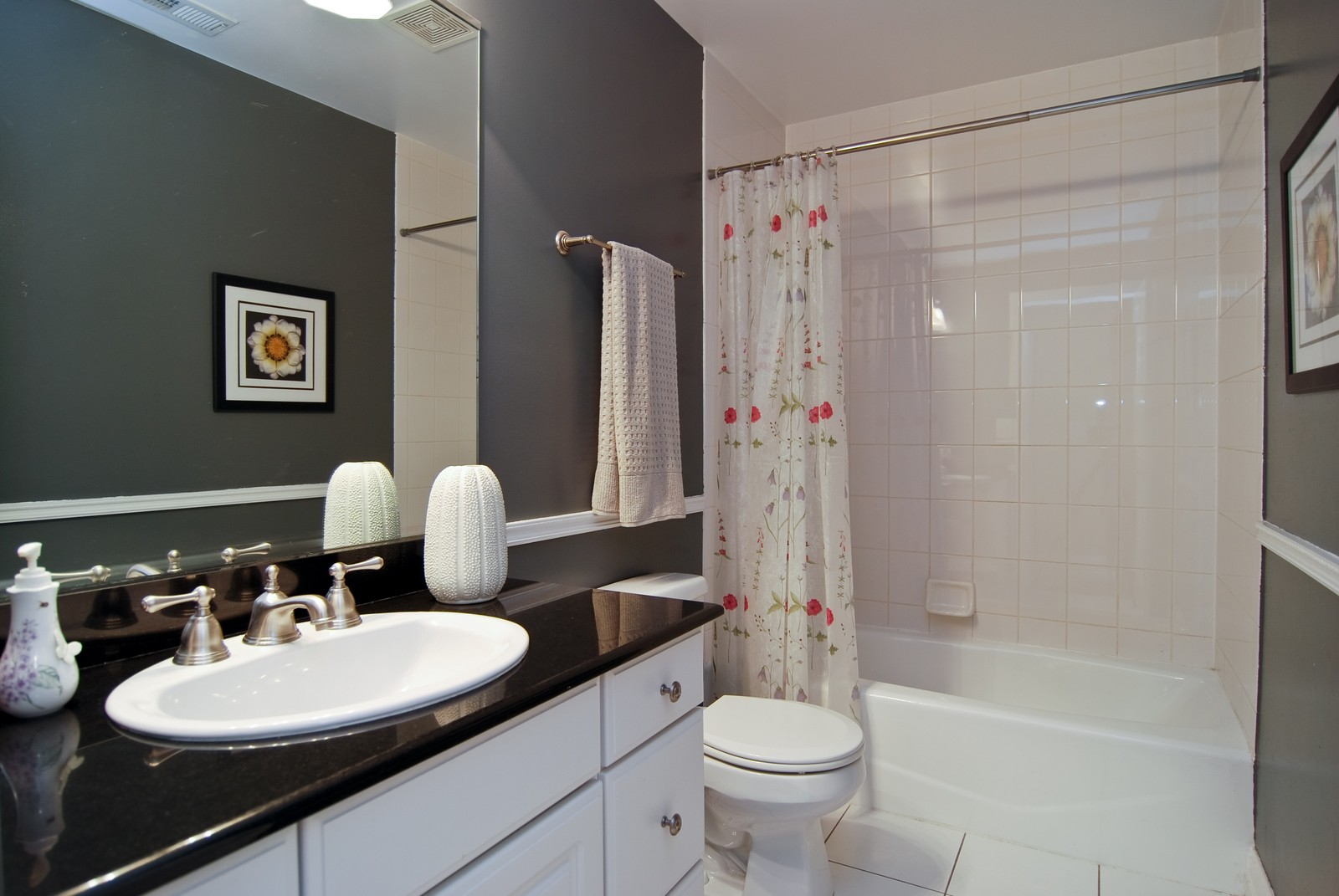Real Estate Photography - 2901 N Lakewood, Unit E, Chicago, IL, 60657 - 2nd Bathroom