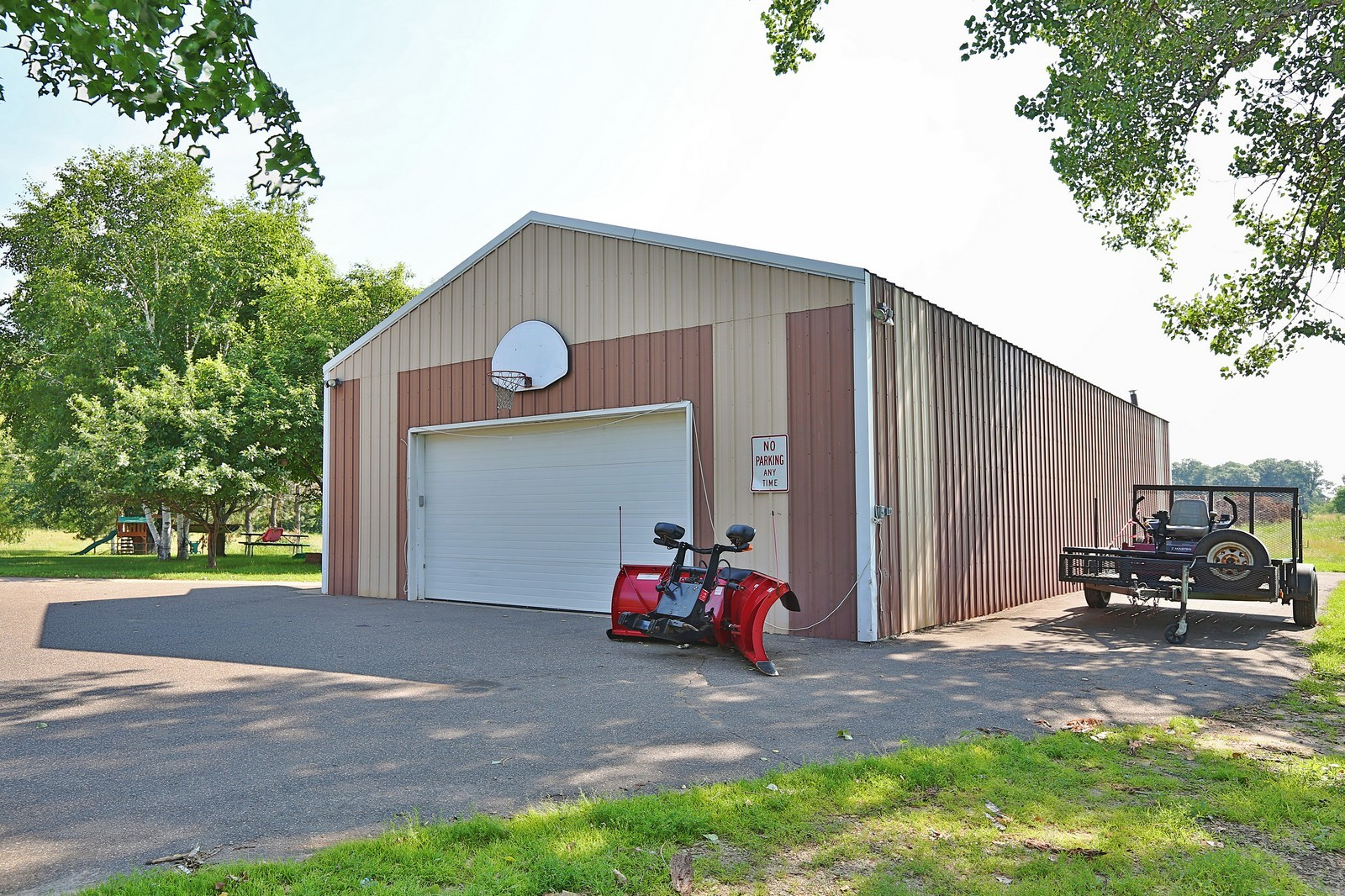 Real Estate Photography - 25917 Xylite St NE, Isanti, MN, 55040 - Garage