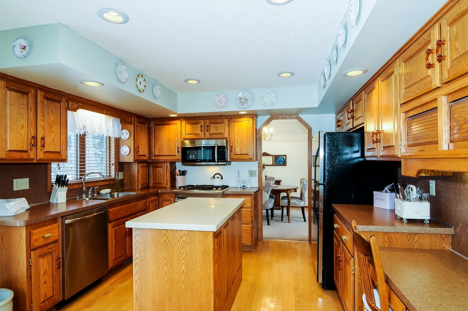 Real Estate Photography - 1933 128th Ave NW, Coon Rapids, MN, 55448 - Kitchen