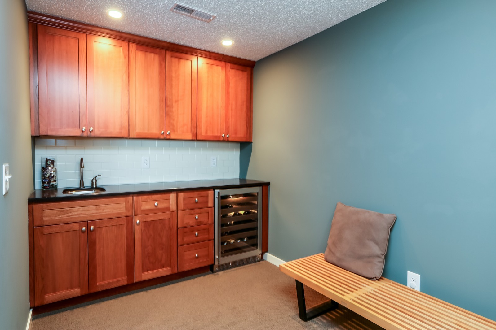 Real Estate Photography - 170 Rutherford Rd, Stillwater, MN, 55082 - Bar