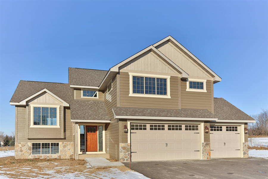 Real Estate Photography - 870 Yost Drive, Hudson, WI, 54016 - Front View