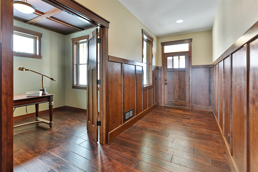 Real Estate Photography - 582 Schwalen DR, Hudson, WI, 54016 - Entryway