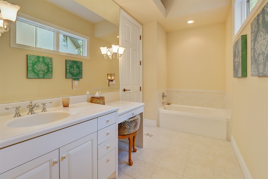Real Estate Photography - 9720 Towering Oaks, Prior Lake, MN, 55372 - 2nd Bathroom