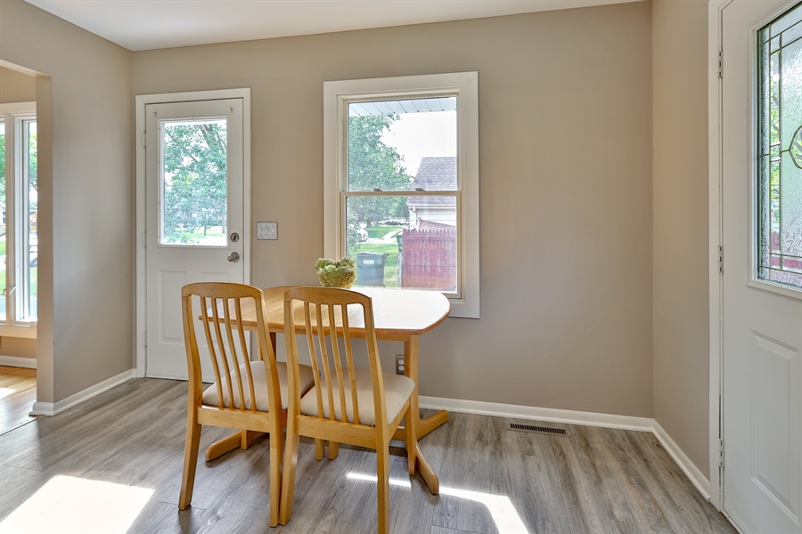 Real Estate Photography - 6225 France Ave N, Brooklyn Center, MN, 55429 - Breakfast Nook