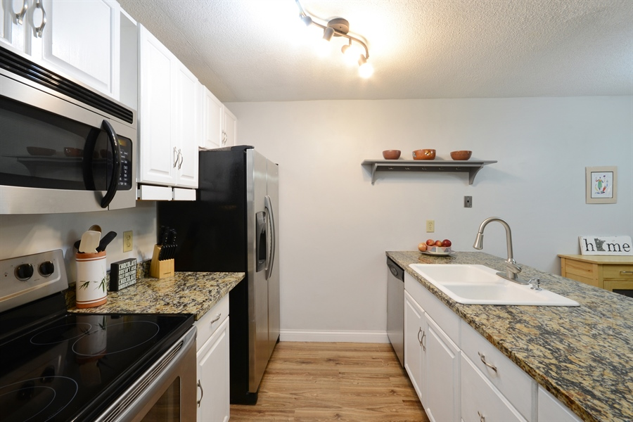 Real Estate Photography - 2800 Hamline Ave. N., 122, Roseville, MN, 55113 - Kitchen