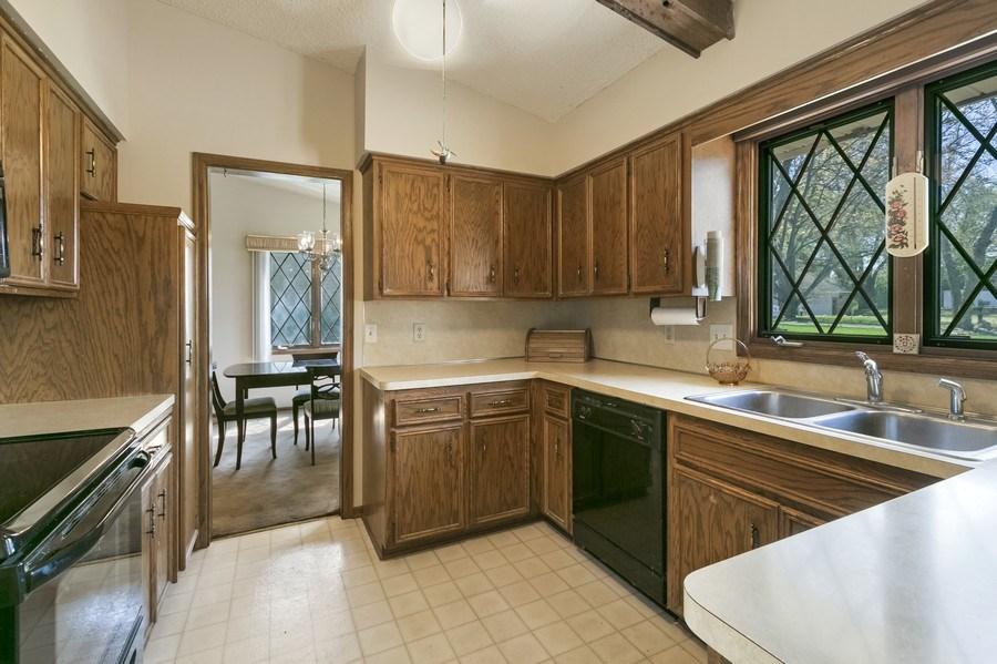 Real Estate Photography - 13421 Penn Ave S, Burnsville, MN, 55337 - Kitchen