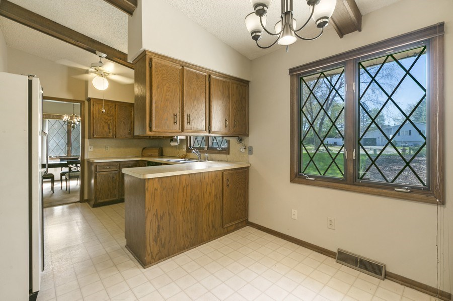 Real Estate Photography - 13421 Penn Ave S, Burnsville, MN, 55337 - Breakfast Nook