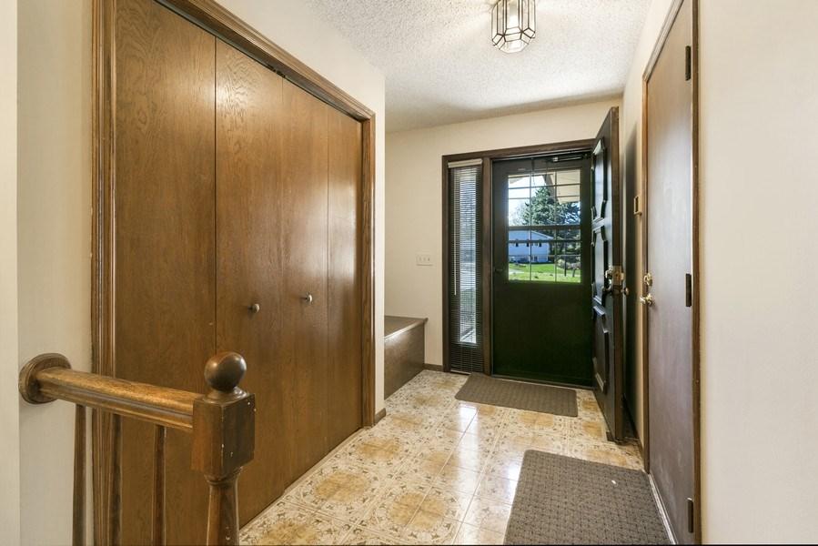 Real Estate Photography - 13421 Penn Ave S, Burnsville, MN, 55337 - Entryway