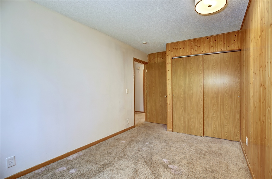 Real Estate Photography - 1601 N Innsbruck, Unit 335, Fridley, MN, 55432 - Bedroom