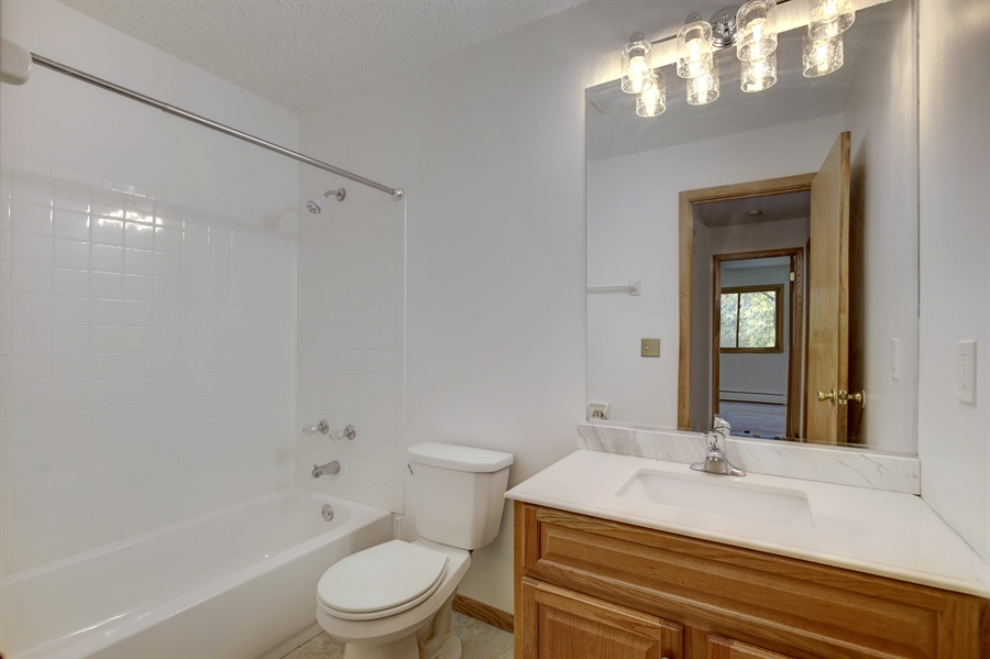 Real Estate Photography - 1601 N Innsbruck, Unit 335, Fridley, MN, 55432 - Bathroom