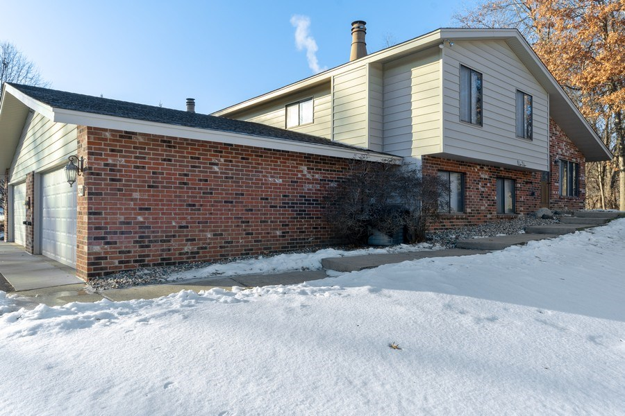 Real Estate Photography - 2308, Wildwood Trail, Minnetonka, MN, 55344 - Side View