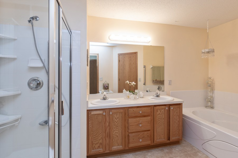Real Estate Photography - 2193 Flamingo Drive, Shakopee, MN, 55379 - Master Bathroom