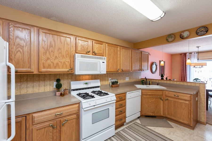 Real Estate Photography - 2193 Flamingo Drive, Shakopee, MN, 55379 - Kitchen