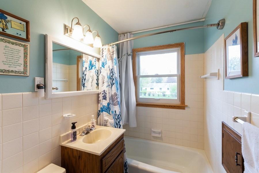 Real Estate Photography - 1056 Cobb Rd, Shoreview, MN, 55126 - Bathroom