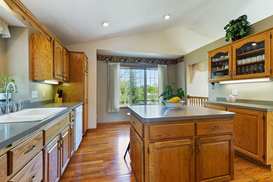 Real Estate Photography - 8761 Alamo Cir, Blaine, MN, 55449 - Kitchen