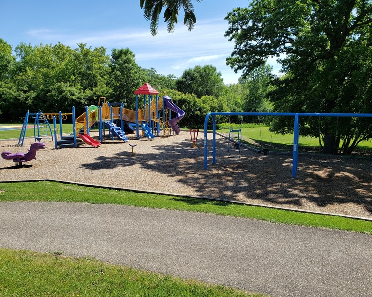 Real Estate Photography - 11614 Cedar Pass, Minnetonka, MN, 55305 - Walk to the Park!