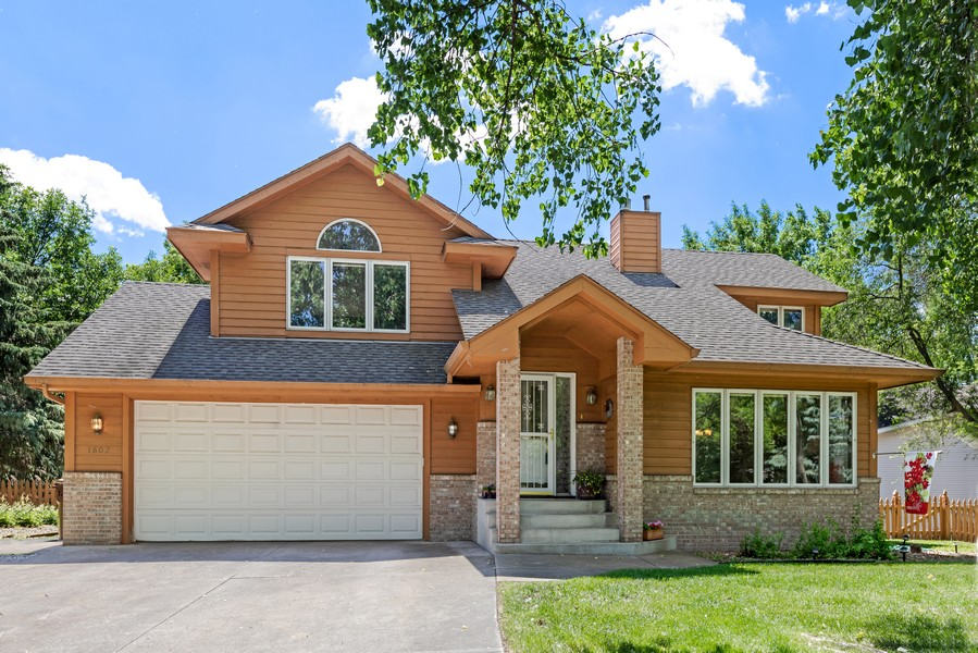 Real Estate Photography - 1802 Sakenda Road, Buffalo, MN, 55313 - Front View