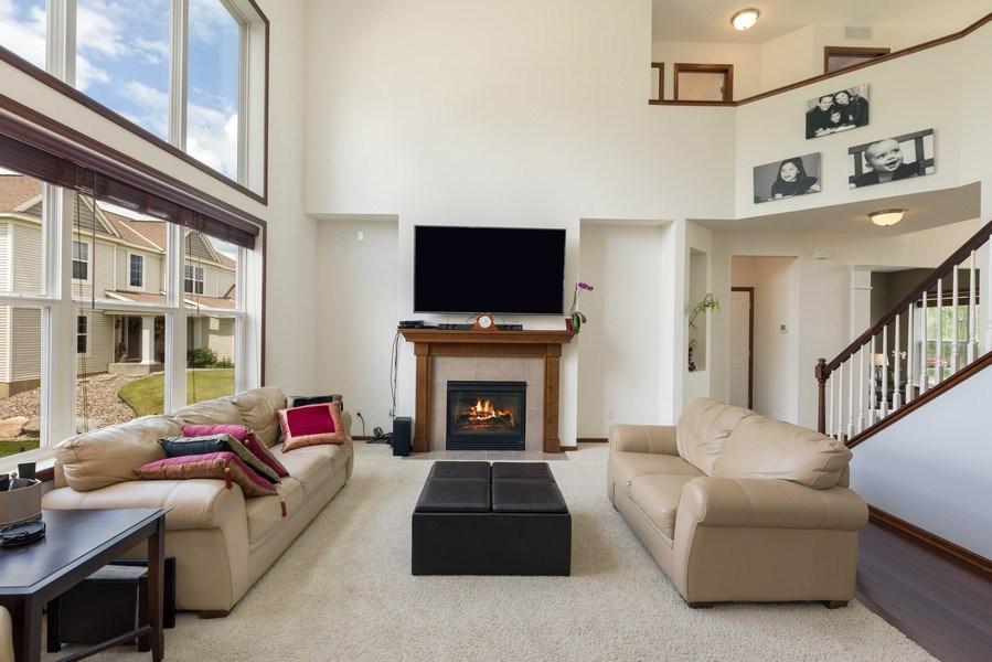 Real Estate Photography - 2122 Rockridge Circle, Shakopee, MN, 55379 - Living Room
