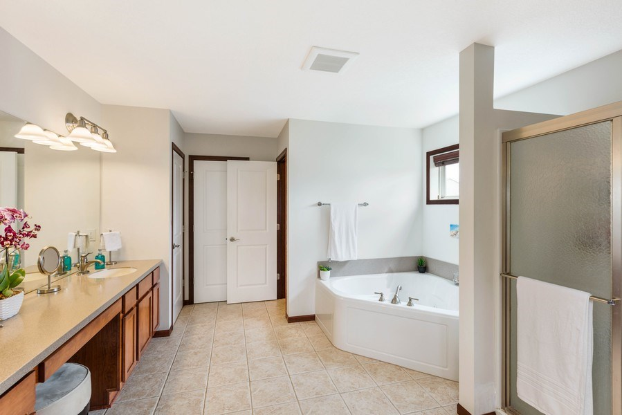 Real Estate Photography - 2122 Rockridge Circle, Shakopee, MN, 55379 - Master Bathroom