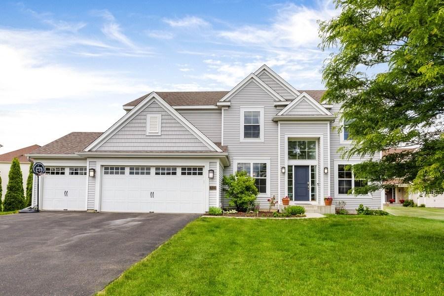 Real Estate Photography - 2122 Rockridge Circle, Shakopee, MN, 55379 - Front View