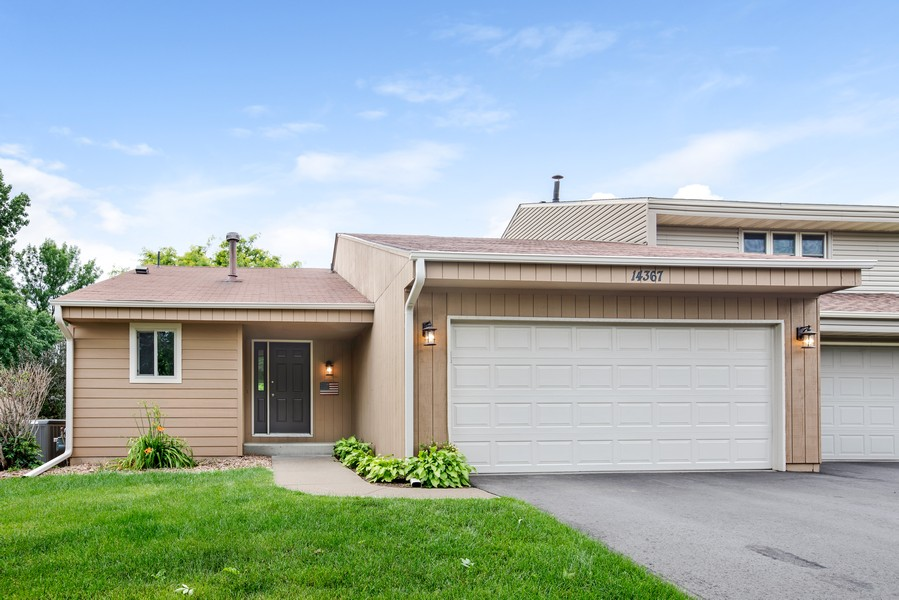 Real Estate Photography - 14367 Embry Path, Apple Valley, MN, 55124 - Front View