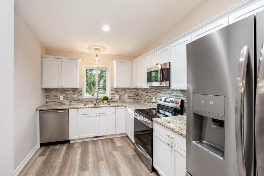 Real Estate Photography - 14367 Embry Path, Apple Valley, MN, 55124 - Kitchen