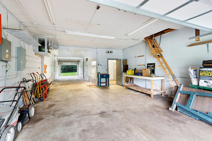 Real Estate Photography - 13830 Sunset Trail, Plymouth, MN, 55441 - garage 1 front