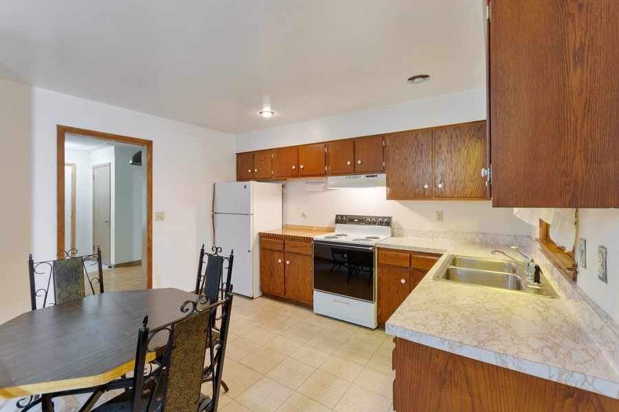 Real Estate Photography - 13830 Sunset Trail, Plymouth, MN, 55441 - Kitchen