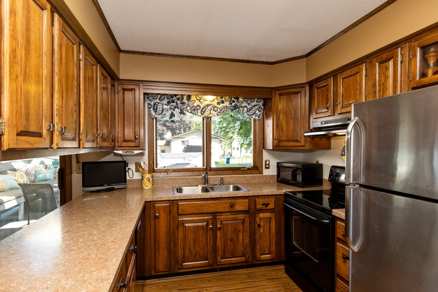 Real Estate Photography - South wind dr, West st paul, MN, 55118 - Kitchen
