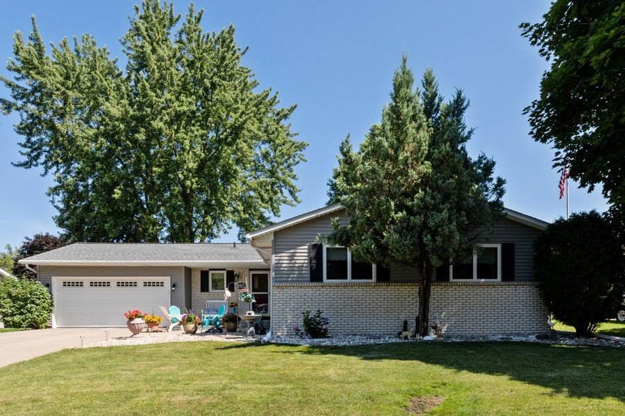 Real Estate Photography - South wind dr, West st paul, MN, 55118 - Front View