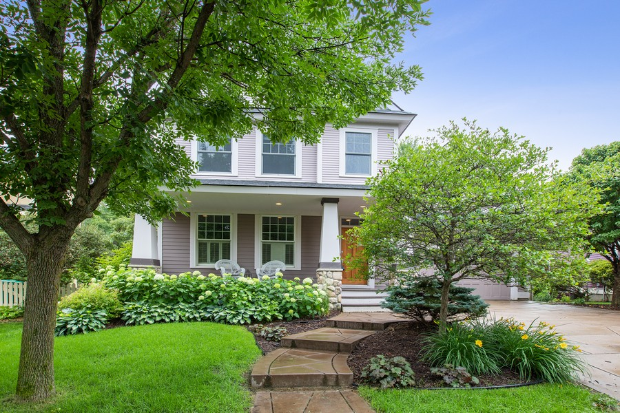 Real Estate Photography - 425 Country Road, Stillwater, MN, 55082 - Front View