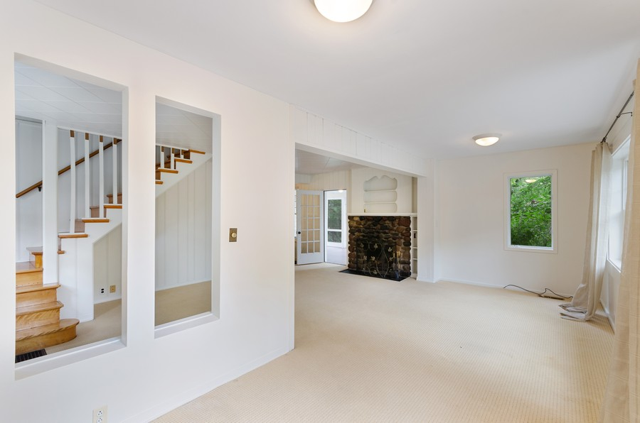 Real Estate Photography - 70 Pine St., Mahtomedi, MN, 55110 - Foyer