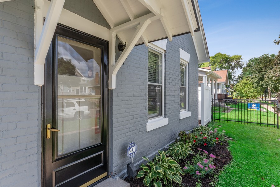 Real Estate Photography - 1350 Charles Ave, St. Paul, MN, 55104 - Entryway