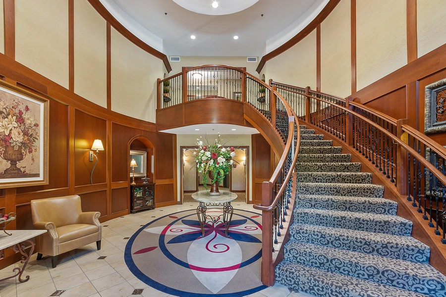 Real Estate Photography - 408 Parkers Lake Rd, Unit 201, Minnetonka, MN, 55391 - Lobby